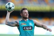 big bash league 2020-brendon mccullum in blue brisbane heat jersey playing football