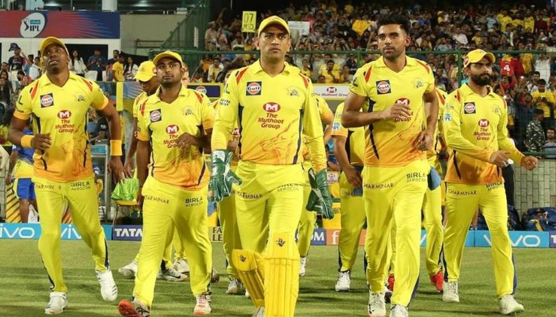 ichennai super king team in yellow jersey